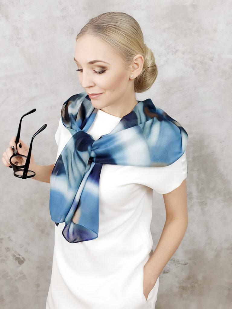 niebieska apaszka szal dla kobirty 140cm 50 cm